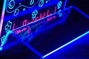 A MultiGráf Stúdió Bt. elérhető árakon gyárt és forgalmaz világító reklámtáblákat.